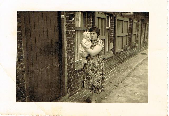 1960 aan onze voordeur in de schaapbruggestraat te Rumbeke