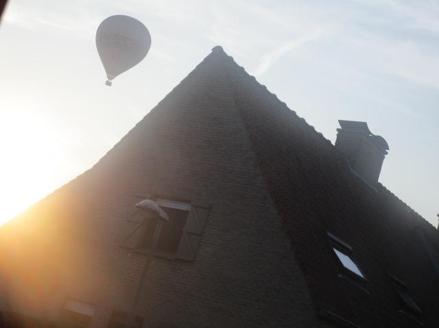 vrijdagavond vloog deze over het huis van onze overburen,